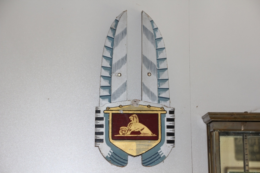 Holden emblem dealer sign