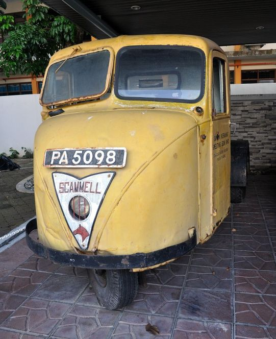 Scammell Scarab yellow oldie