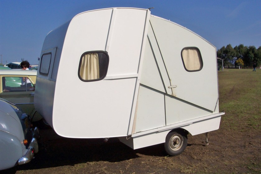 Vintage folding caravan (5113587169)