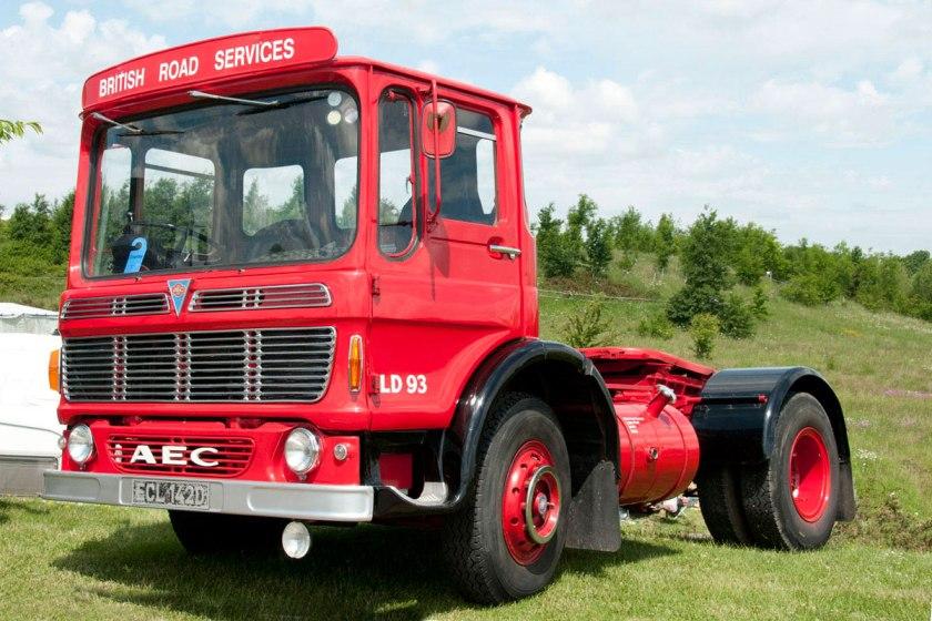 1965-1978 AEC » Mandator ( model TG4 ) b