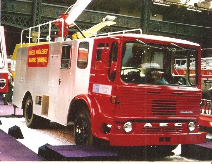 1965-1978 AEC » Mandator ( model TG4 ) q
