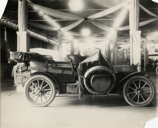 1910 Abbott-Detroit Bull Dog automobile in showroom