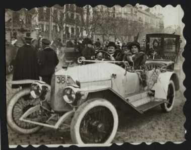 1914 Abadal Duráns, in their motorcar