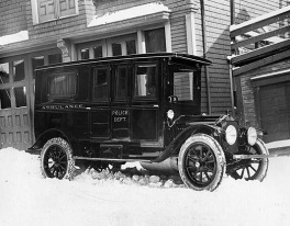 1916 New-Bedford-Police-Ambulance