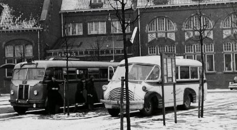 1947 Hoefnagels 14 Bedford-Domburg 'Brabant Expresse' N-15872 en links de BBA 430 N-77233 Guy Jongerius