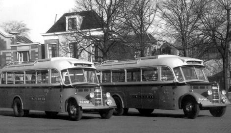 1949 Bedford B-24997 en B-24360 carrosserie Hainje,. Parknummers LABO 11 en 9