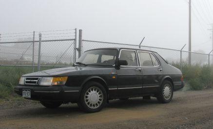 1989 black Saab 900 sedan face-lifted