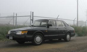 1989 black Saab 900 sedan face-lifted