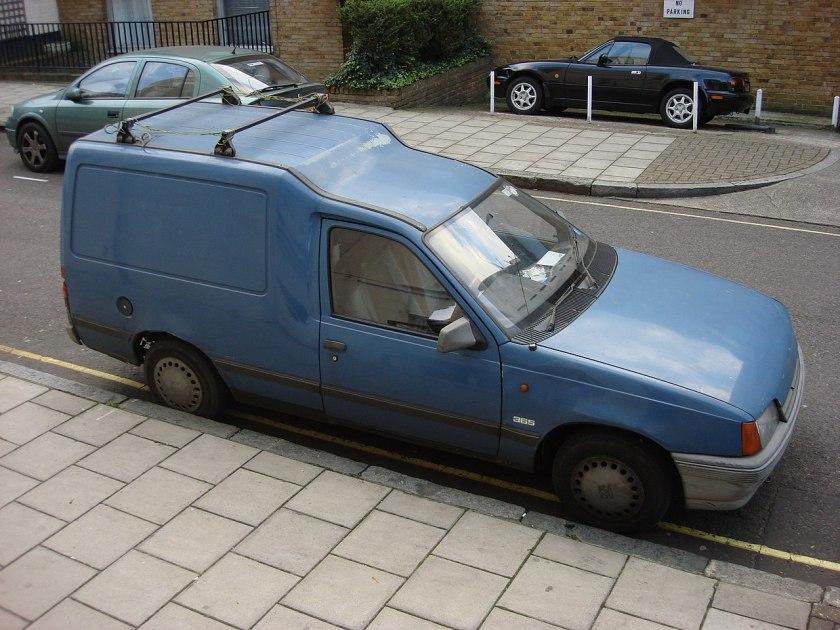 1990–1993 Vauxhall Astramax 365
