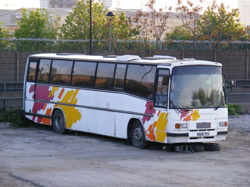D866TFJ ex - Eastons of Norfolk Bedford YNT - Plaxton Paramount, E3