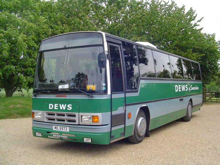 MIL 6972 (E908 EAY) Bedford YNV Plaxton Paramount