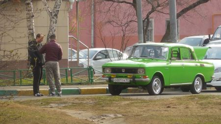 Moskvitch 2140 green (17478618848)