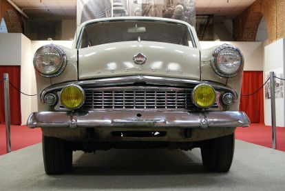 Moskvitch 403 - front view