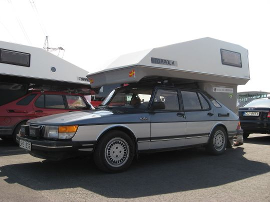 SAAB 900 Lux with a Toppola camper