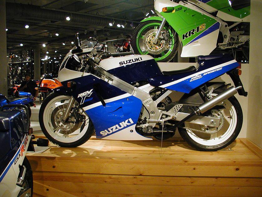 Suzuki RGV250Γ